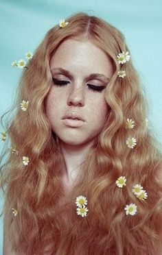 Flowers In Hair Editorial Models 39 Ideas For 2019 Hair Inspo, Hair Inspiration, Character Inspiration, 1970s Hairstyles, School Hairstyles, Everyday Hairstyles, Braided Hairstyles, Wedding Hairstyles, Braided Ponytail