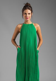 Shop for Line & Dot Pleated Maxi Dress in India Green at REVOLVE. Free day shipping and returns, 30 day price match guarantee. Fashion Moda, Love Fashion, Womens Fashion, Fashion Spring, Dress Fashion, Green Maxi, Green Dress, Boutique Fashion, Pleated Maxi