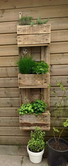 Home Decor Ideas with Wood Pallet ~ Great pin! For Oahu architectural design visit http://ownerbuiltdesign.com