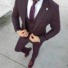 Ideas For Moda Masculina Formal Suits Menswear Mens Fashion Suits, Mens Suits, Fashion Menswear, Suit For Men, Black Suit Men, Tuxedo For Men, Burgundy Suit, Maroon Suit, Purple Tuxedo