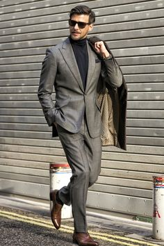 Monochrome fall look with a black turtleneck sweater gray suit black sunglasses black topcoat black leather banded watch brown dress shoes. Sharp Dressed Man, Well Dressed Men, Mens Fashion Suits, Mens Suits, Fashion Fashion, Johannes Huebl, Style Costume Homme, Costume Gris, Outfits Hombre