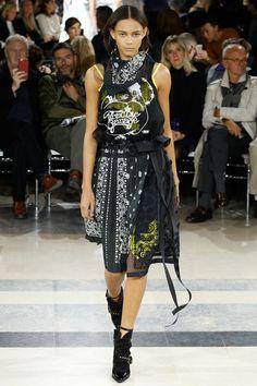 Sacai Spring 2016 Ready-to-Wear Fashion Show - Julita Formella
