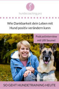 Ulli Seumel ist Trainerin für Menschen mit Hund und hat ein Dankbarkeitstagebuch für Hundehalter entwickelt. Im Interview erzählt sie Anna Meißner von ihrem Weg mit den Hunden und wie sie ihren Arbeitsalltag gestaltet. #hundepodcast #dankbarkeit #dogjournalde #achtsamkeitmithund Coaching, Trainer, Life Hacks, Interview, Anna, Sports, Movie Posters, Movies, Toller Dog