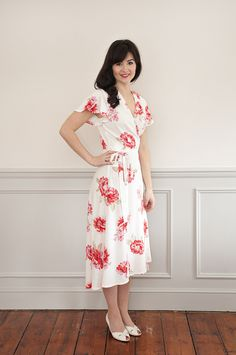 Sew Over It Eve Dress sewing pattern || beautifully elegant wrap dress, perfect for summery days