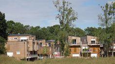 L'écoquartier du Séqué, de l'architecte Duncan Lewis, illustre cette volonté d'offrir un habitat à prix abordable aux habitants de la capita...