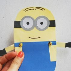 Mimoň z papíru na hraní/ Learn how to make these cute minion paper dolls! It's a fun rainy day craft for kids.