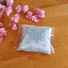 A lovely natural lavender sachet made with pristine vintage hankie in 100% fine cotton. It is heavily embroidered in pale blue with a scalloped