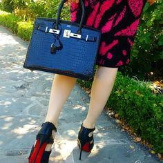 Whatsapp: +8615502046919 WeChat: Kevinzhu0316  #Hermes#Hermeslindy#lindy#HermesJypsiere#HermesGypsy#Gypsy#Togobirkin#HermesAddict#Kellyaddict #HermesLovers#Hermesfans #FashionBlogger #Fashionista #FashionDiaries#StyleBlogger#LuxuryLife #WhatIWore #InstaFashion #InstaStyle #todayimwearing #photooftheday#FBlogger#BloggerLife#Fashionable#fashiongram #birkinbag#blueKelly