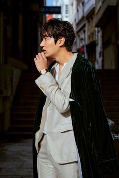 """MYM Entertainment released photos of actor Lee Min-ho on the set of the upcoming SBS drama """"The Legend of the Blue Sea"""" on Tuesday. The photos show Lee in a grey casual suit in the streets of Spain, one of the locations of the film. Minho, Asian Actors, Korean Actors, Lee Min Ho Wallpaper Iphone, Wallpaper Lockscreen, Wallpapers, Lee Hee Joon, Legend Of Blue Sea, Lee Min Ho Legend Of The Blue Sea Wallpaper"""