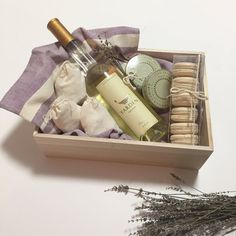 This Box Includes: Yarden Galilee Muscat wine2 Vanilla Comoro tea tagalong by Herney and Sons6 French macarons by Bo & Bon3 Muslin bags filled with white sa