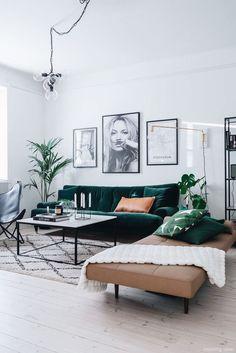 Furniture Living Room : Sanki tabiattan bir parça siyah kahverengi ve yeşil uy. - Furniture Living Room : Sanki tabiattan bir parça siyah kahverengi ve yeşil uyumu Like part of na - Home Living Room, Apartment Living, Interior Design Living Room, Living Room Designs, Living Room Decor Black Sofa, Bench In Living Room, Living Room Decor Green Couch, Over Couch Decor, Green Living Room Ideas