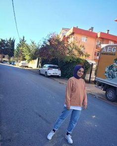 Hijabi Girl, Girl Hijab, Tumblr Fashion, Trendy Fashion, Modest Outfits, Casual Outfits, Cute Muslim Couples, Snapchat Girls, Girl Trends