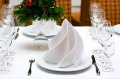 5 tips on how to choose the right napkin folding technique for you! - Decoration Solutions 5 tips on how to choose the right napkin folding technique for you! White Christmas, Christmas Time, Christmas Crafts, Xmas, Christmas Place, Easy Napkin Folding, Folding Napkins, How To Fold Napkins, Ostern Party