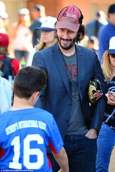Keanu Reeves throws opening pitch for youth baseball league in LA 6df4bdcd28a9