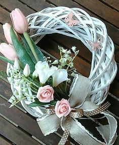 Easter And Spring White Wreath h Powdery Pink Flowers White Wreath, Diy Wreath, Floral Wreath, Easter Wreaths, Holiday Wreaths, Deco Wreaths, Summer Wreath, How To Make Wreaths, Easter Crafts