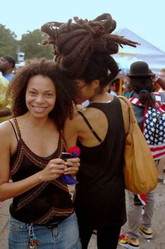 The Internet's top resource for balanced information about how to start dreadlocks and locs Natural Afro Hairstyles, Pretty Hairstyles, Natural Hair Styles, Freeform Dreads, Hair Afro, Dreadlock Styles, Dreadlocks, Natural Hair Inspiration, African American Hairstyles