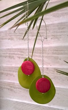 It would be fun to make my own beads for this project 5 Minute Earring Tutorial: Tagua Beads Metal Clay Jewelry, Polymer Clay Jewelry, Textile Jewelry, Beaded Jewelry, Jewellery, Precious Metal Clay, Earring Tutorial, How To Make Beads, Artisan Jewelry