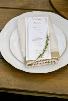 Simply elegant place setting for a rustic wedding. Just use Avery Menu Cards (16110) and free designs and templates to print your own. Lots of great ideas!