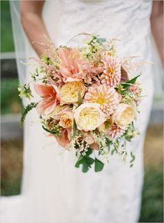 peach wedding bouquet #peachwedding #southernwedding #weddingchicks  http://www.weddingchicks.com/2013/12/27/stately-southern-wedding/