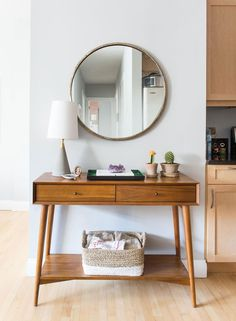 10 WAYS TO STYLE A ROUND MIRROR - click through to read the full article