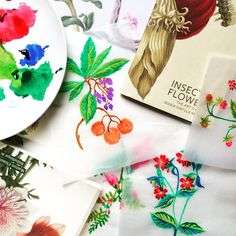 Botanical painting in the studio #designboxcreative  #handpainted #botanical #surfacedesign #watercolor #printandpattern