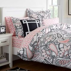 Whether your style is simple or bold, Pottery Barn Teen's girls duvet covers will let your personality show. Find bold colored and printed duvet covers for twin, full, queen and king beds. Girls Bedroom Furniture, Teen Bedroom, Bedroom Sets, Bedroom Decor, Bedrooms, Girls Duvet Covers, Bed Duvet Covers, Duvet Sets, Paisley Bedroom
