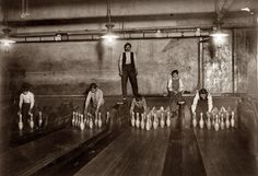 vintage bowling alleys - A. Pin boys working in Subway Bowling Alleys, 65 South St., Brooklyn, New York, Shorpy Historical Photos, Historical Pictures, Lewis Hine, Bowling Pins, Mini Bowling, Bowling Ball, American Children, History Of Photography, Vintage New York
