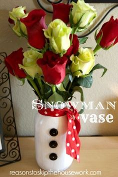Snowman Mason Jar Vase If you're planning to send flowers to ladies you love like your wife, sisters, cousins, aunts, mothers and boss maybe – try this unique snowman mason jar flower vase!