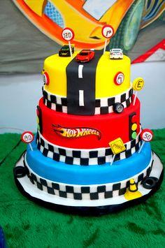 Bolo Hot Wheels, Hot Wheels Cake, Hot Wheels Party, Boys 1st Birthday Cake, Hot Wheels Birthday, Cars Birthday Parties, Hotwheels Birthday Cake, Torta Blaze, Bolo Blaze