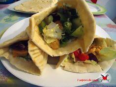 pita greca con salsa tzatziki e pollo alla paprika