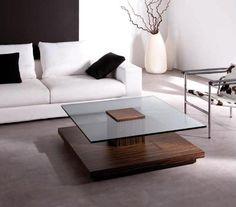 Mesa con pie de madera oscura y cristal