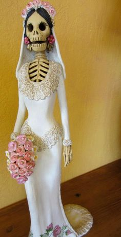 La Novia--clay skeleton (catrina) bride from Capula, Michoacan Mexican Folk Art, Mexican Style, Mexican Skulls, Mexico Day Of The Dead, Day Of The Dead Art, Zombie Costumes, Kid Costumes, Halloween Zombie, Halloween Signs