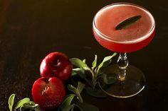 O drinque Especial do Chefe, com ameixa, sálvia, licor francês, uísque e cranberry, é novidade no bar