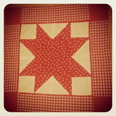 Patchwork Christmas table cloth. Star shaped. Tutorial here: http://www.incolororder.com/2012/01/patchwork-star-block-tutorial.html