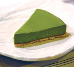 Matcha Green Tea Tofu Cheesecake   Matcha green tea, tofu and anko red bean paste, this cheesecake has got it all and is delicious to boot! A gorgeous combination of traditional Japanese flavours and tasty Western style cheesecake, Matcha Green Tea Tofu Cheesecake is great for special occasions or as a treat for afternoon tea. With its striking green colour it looks amazing on the table at parties! Cheesecake Au Tofu, Green Tea Cheesecake, Cheesecake Recipes, Matcha Dessert, Matcha Cake, Asian Desserts, Just Desserts, Japanese Desserts, Desserts Japonais