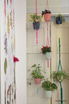 terug van weggeweest: macramé voor hangplanten.  #leenbakker  ?