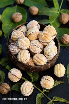 Walnut Cookies, Romanian Food, Stuffed Mushrooms, Sweets, Vegetables, Cake Designs, Kitchens, Bakken, Stuff Mushrooms