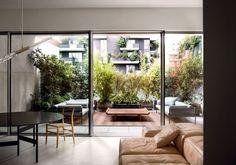 Appartamento nel Bosco Verticale a Milano Casa Milano, Apartment Projects, Isamu Noguchi, Shared Rooms, Common Area, Elle Decor, Interiores Design, Interior Architecture, Beautiful Homes