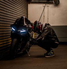 ḹ₥קᎧƧƨῗɓŁḕ Amazing bike photography wallpaper Hd Motorcycle Design, Motorcycle Style, Motorcycle Outfit, Gp Moto, Moto Bike, Yamaha Bikes, Yamaha Yzf R1, Biker Boys, Biker Girl