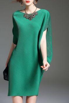 cc green batwing sleeve mini shift dress here, find your mini dresses at dezzal, huge selection and best quality. Nice Dresses, Casual Dresses, Short Dresses, Fashion Dresses, Batwing Dress, Batwing Sleeve, Shifon Dress, Style Feminin, Pakistani Formal Dresses