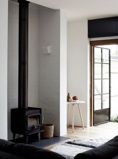 Cool fireplace in black standsout thanks to the light backdrop