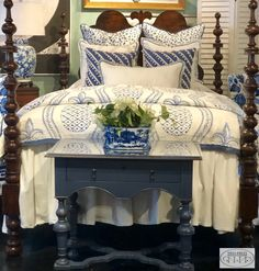 Blue and white is a classic combo for your spring or summer bed.