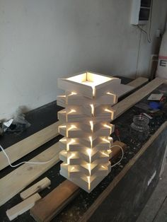 I really love this attractive repurposed lamp Table Lamp Wood, Wood Lamps, Woodworking Projects Diy, Diy Wood Projects, Diy Holz, Into The Woods, Wood Design, Design Design, Design Ideas