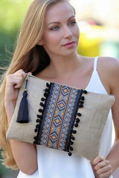 Chiccy Women 's Ethnic Stripe Black Pompon Clutch Diy Clutch, Diy Purse, Moda Afro, Embroidery Bags, Indian Embroidery, Folk Embroidery, Embroidery Stitches, Embroidery Designs, Diy Bags Purses