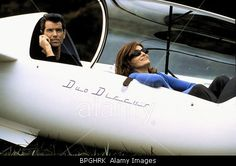 PIERCE BROSNAN & RENE RUSSO THE THOMAS CROWN AFFAIR (1999) Stock Photo
