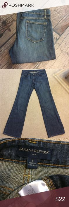 🔅BOGO🔅 Banana Republic Boot Cut Jeans Gently worn. Size 8 Banana Republic Boot Cut Jeans with 32 inch inseam. 99% cotton, 1% spandex. Zip fly. No rips, stains or tears. Non-smoking home. Banana Republic Jeans Boot Cut