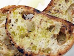 It doesn't get better than this – the so simple and so perfect taste of freshly grilled bread with great olive oil. Serve with everything. Dinner Party Recipes, Snack Recipes, Snacks, Bread Recipes, Easy To Make Appetizers, Healthy Appetizers, Baking Bread At Home, Grilled Bread, Easy Bread