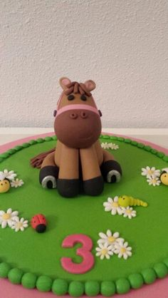 Pony / paardentaart / horse cake Horse Cake Toppers, Horse Cupcake, Diy Cake Topper, Fondant Toppers, Little Girl Birthday Cakes, Horse Birthday Parties, 40th Birthday Cakes, Fondant Horse Tutorial, Farm Themed Party