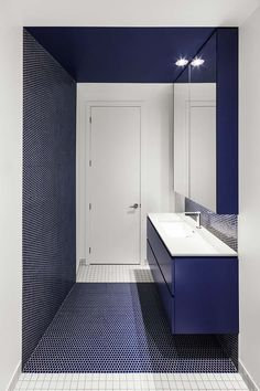 Canari House in Montreal: Contemporary Residential Property, Canada - design by NatureHumaine - Montreal Home, Interior Development, Canadian Architecture Bathroom Toilets, Small Bathroom, Washroom, Wc Public, Toilette Design, Restroom Design, Interior Design Boards, Traditional Decor, Contemporary Decor