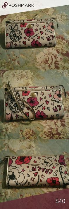Coach wallet style wristlet Floral and Coach script pattern wallet style wristlet Coach Bags Clutches & Wristlets